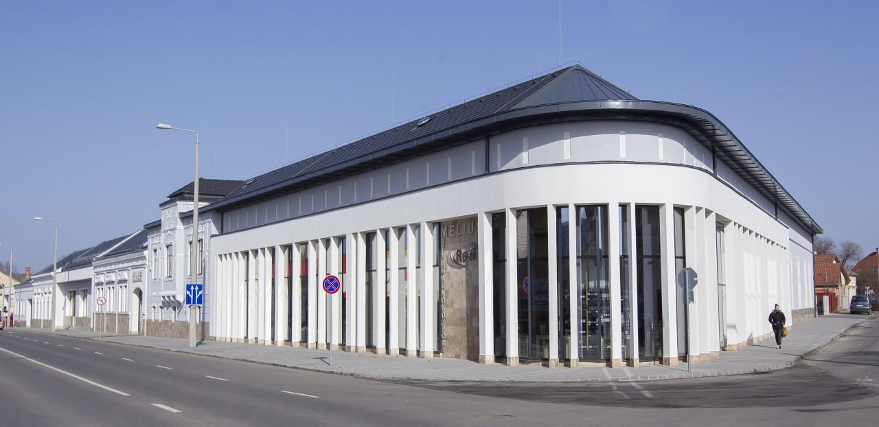 Méliusz Business House in Hajdúböszörmény CE Glass Industries reference